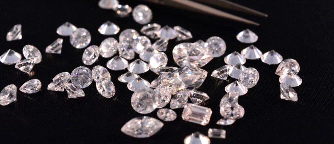 Rozdíl mezi diamanty a drahokamy