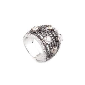 Aukcni_prsten_s_cernymi_bilymi_diamanty