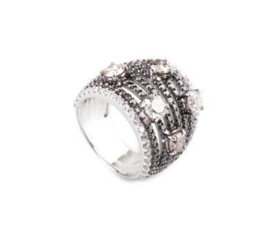 Prsten s černými a bílými diamanty