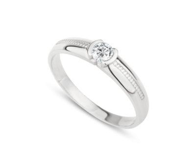Zásnubní prsten z bílého zlata a diamantem